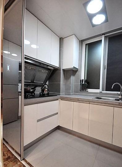简约 三居 厨房图片来自用户2738093703在6.5万完美呈现简约风格三居室17的分享