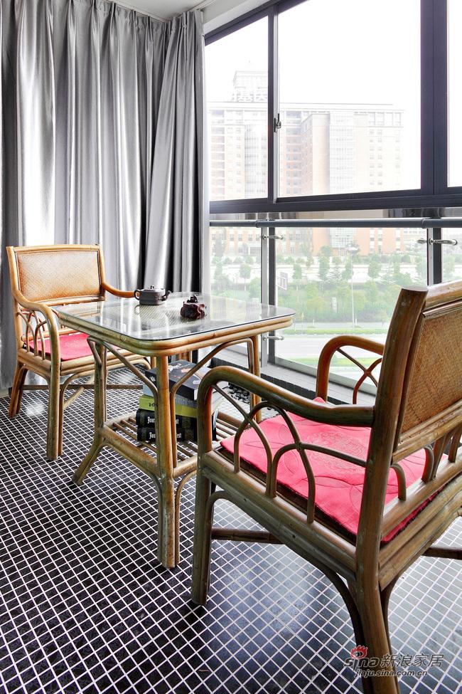 现代 二居 阳台图片来自佰辰生活装饰在16万营造69平黑白时尚两居室62的分享