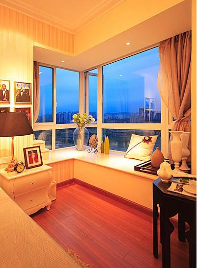 卧室 现代 飘窗图片来自用户2746953981在高一度的享受 傲娇卧室的别样魅力的分享