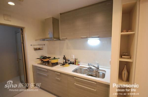 松下的现代风格浅灰色厨房饱含了时尚感