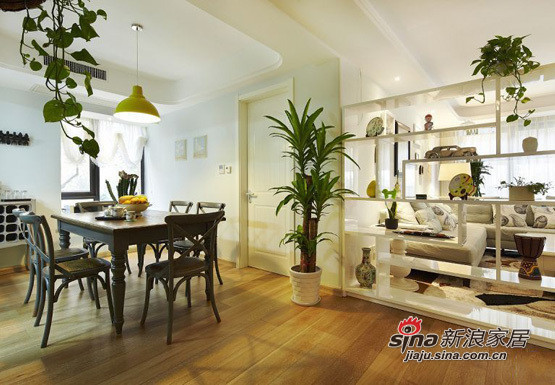简约 三居 客厅图片来自用户2737950087在小夫妻5.8万大造110平简约三居室11的分享