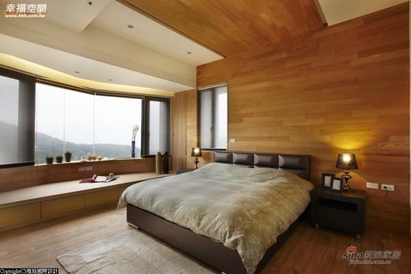大面积的桧木床头