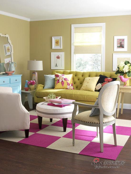 客厅与书房一起,又用一些收集的宝物或框架