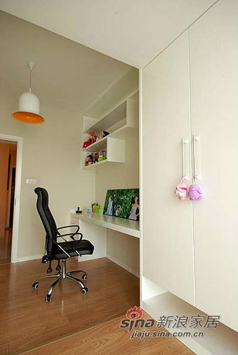 简约 三居 卧室图片来自用户2737735823在小夫妻9万打造130平的现代简约家20的分享