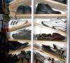 鞋柜是做的,储藏室里也有鞋柜
