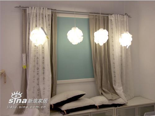 宜家的窗帘设计很注意与环境的搭配
