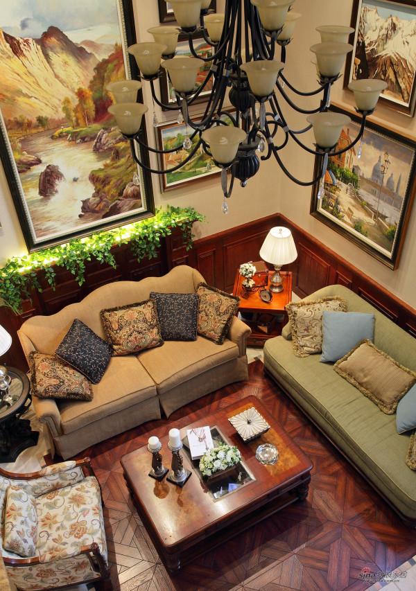 拼花木地板犹如一块地毯,画出了沙发活动区