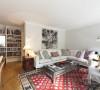 格子色的地毯 书架设置 让空间更有条理
