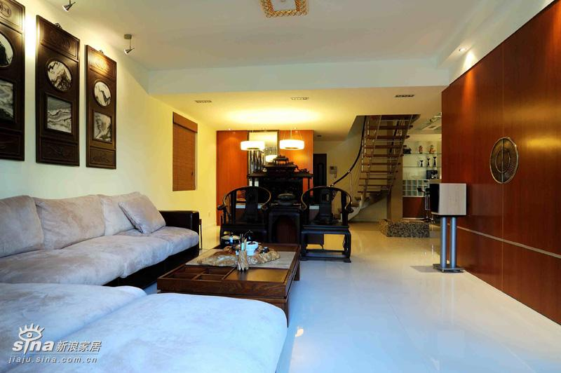简约 一居 客厅图片来自用户2737735823在明快与古典融合样板间97的分享