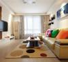 现代简约风格,都是属于小夫妻最喜欢的风格,但是在家里搭配一些彩色会不会更突出呢?