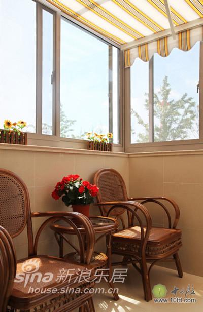 小阳台被改造成了午后休闲的地方