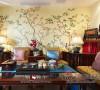 客厅,浓烈的中式风情迎面而来。