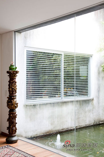 阳台的大落地窗,下雨的时候可以看到美景呢