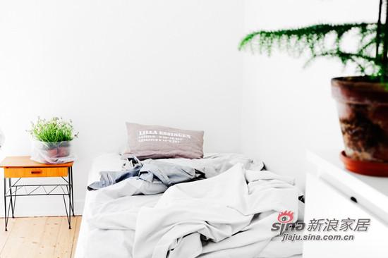 简约 一居 卧室图片来自用户2737786973在34平超小户一居 白领MM挑战空间利用极限16的分享