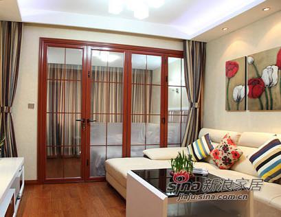 客厅的后面是阳台改造的一个卧室