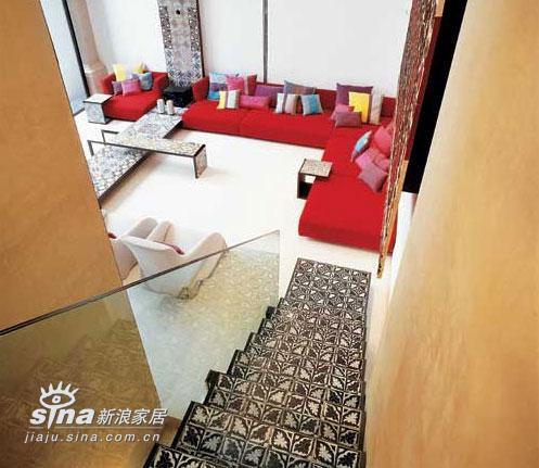欧式 别墅 楼梯图片来自用户2746948411在意大利滨水别墅室内设计 享受极致生活48的分享