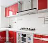 红色的松下厨房更增添了一份活跃的色彩