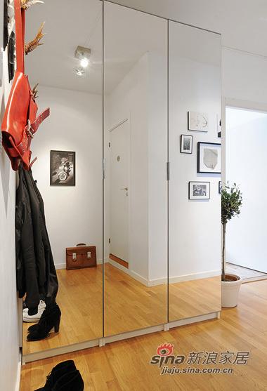 简约 一居 玄关图片来自用户2737759857在白领女4万巧装49平1居一体式单身公寓70的分享