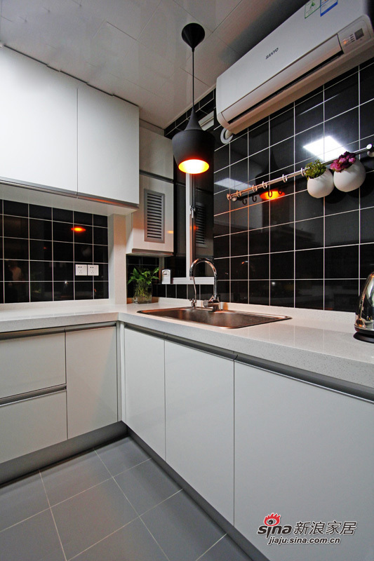 简约 三居 厨房图片来自用户2738829145在6.7万打造88平米现代时尚靓家25的分享