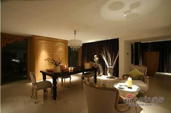 欧式 二居 客厅图片来自用户2746889121在120平浓郁欧式风格53的分享