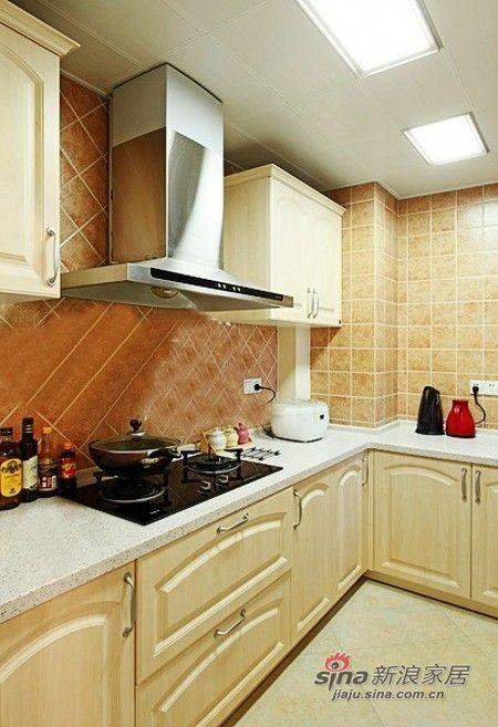 厨房的橱柜是整体订制的,订了这种亚白色的,很有质感