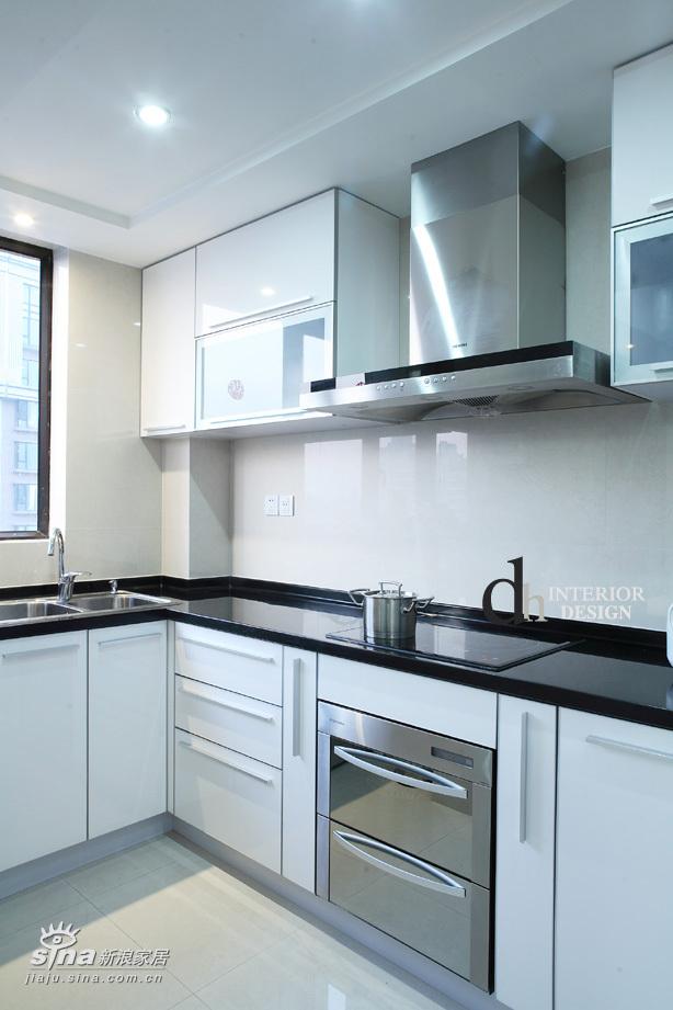 简约 二居 厨房图片来自用户2556216825在上海春申景城--黑+白的经典演绎30的分享