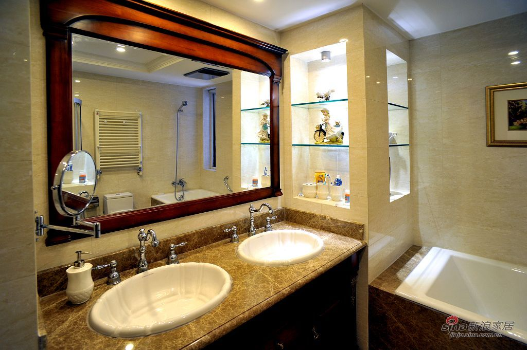 新古典 三居 卫生间图片来自用户1907701233在198㎡北京华侨城新古典三居实景效果69的分享