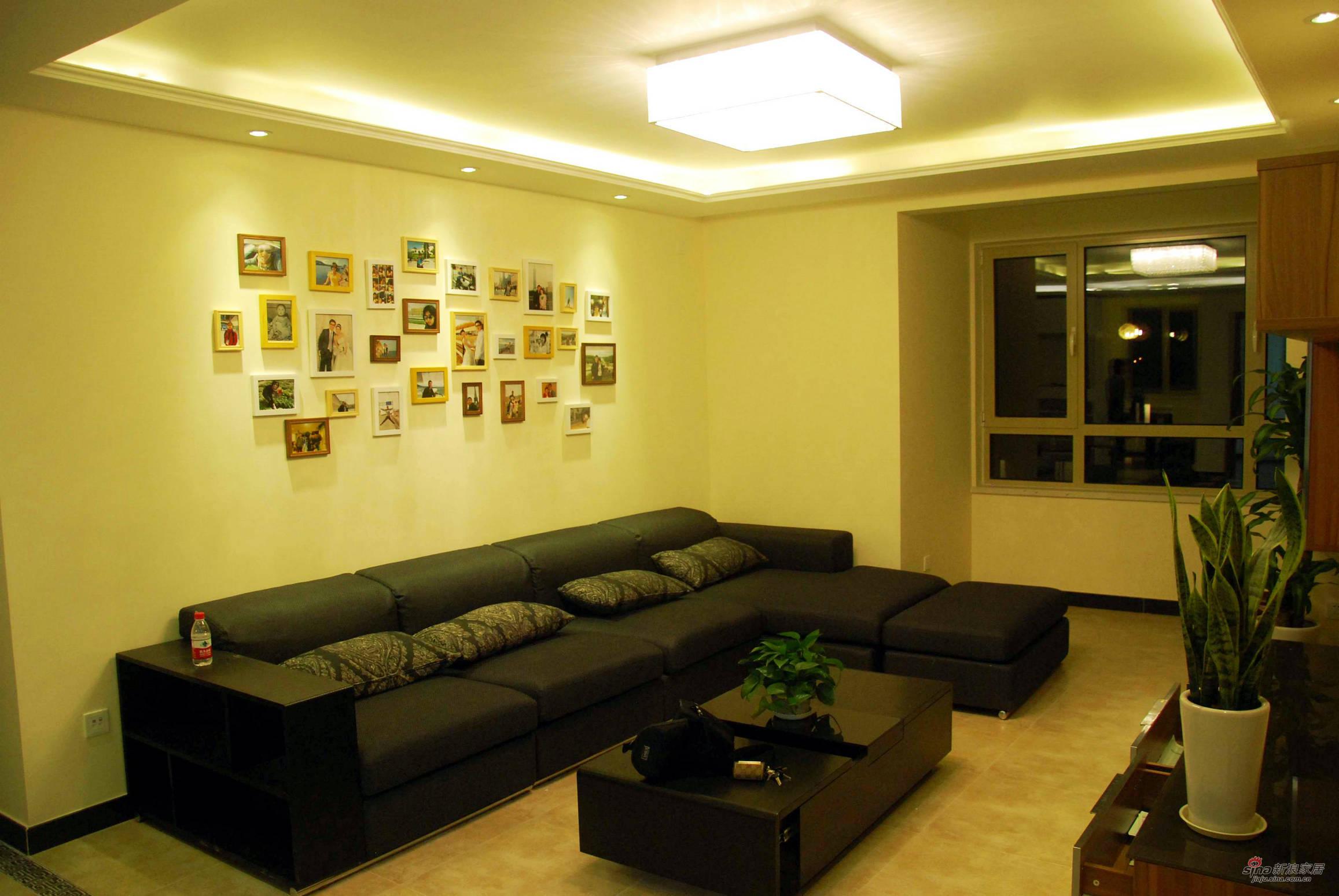 简约 二居 客厅图片来自用户2557010253在【高清】黑白配2居几何线条品味50的分享