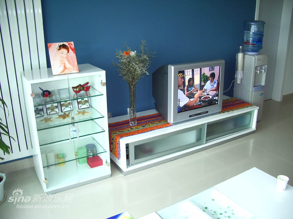 简约 三居 客厅图片来自用户2739378857在现代简约84的分享
