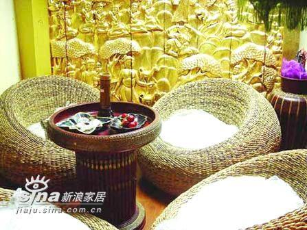 沙发与餐桌组合可以营造整体的东南亚风格,浑圆精巧的藤制家具蕴含着无尽的细节力量