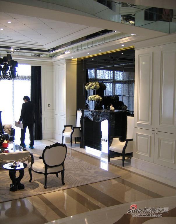 欧式 别墅 客厅图片来自用户2746953981在黑白金三色国际范纯欧式别墅58的分享