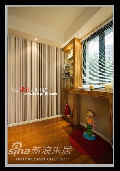 简约 二居 客厅图片来自用户2737759857在两房改三房,壁纸的现代感87的分享