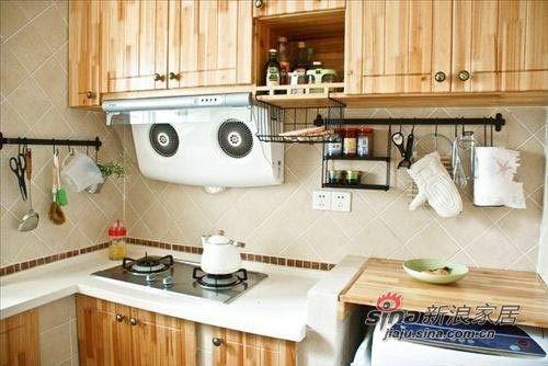 厨房虽小但是设备是一应俱全的