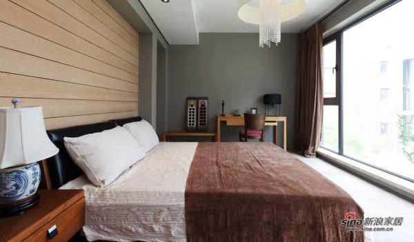 卧室中,瓷器台灯与水晶吊灯又来了一次风格