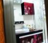 次卫,贴花的浴室柜,很漂亮。