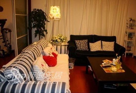 简约 三居 客厅图片来自用户2739081033在190平米简约欢乐窝86的分享