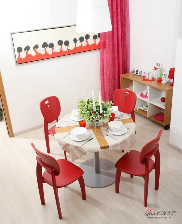 浅色系柚木家具,点缀红色配饰