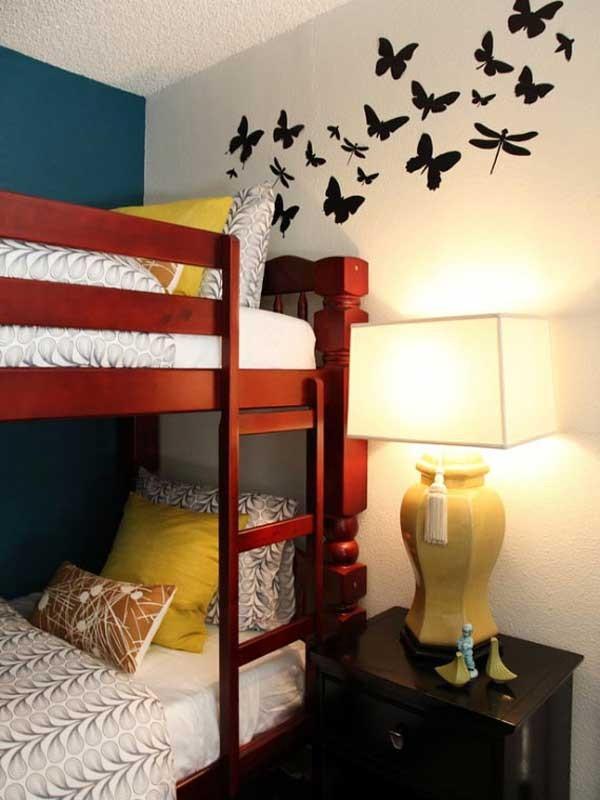 很温馨的设计!墙上的蝴蝶和蜻蜓好漂亮!