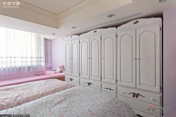 三个衣柜铺排出属于两个小女孩的秘密基地