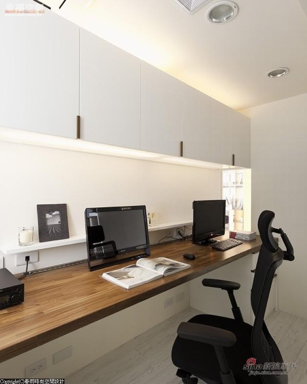 办公室后方另外设置电脑区