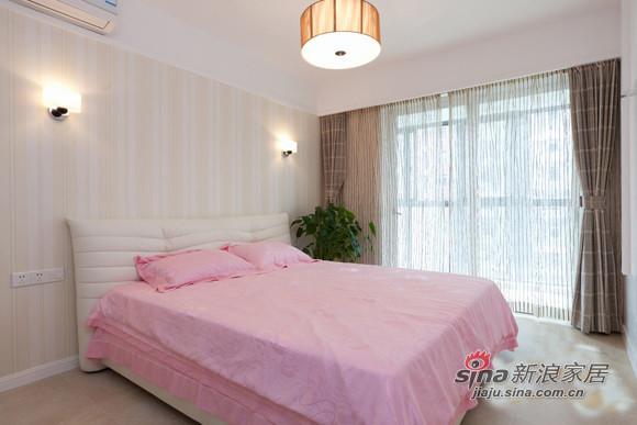 白色的空间,搭配粉色的床品