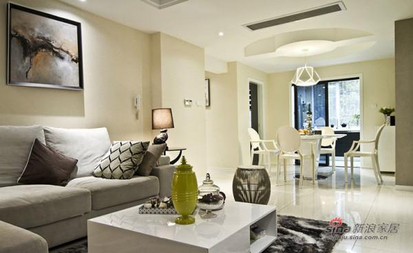 客厅是运用简单雅致的白色调为主,在墙面和顶面进行了乳胶漆分色,搭配得宜,相得益彰。