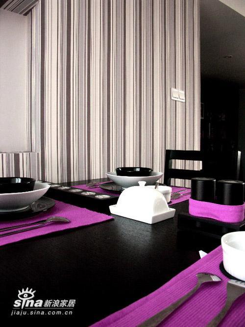 简约 二居 餐厅图片来自用户2737759857在---冷静与妖娆共存---粉与黑的和谐22的分享