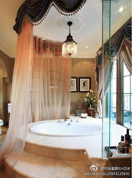 这样浪漫华丽的大浴缸没有几个女人能拒绝得了啊!~~~