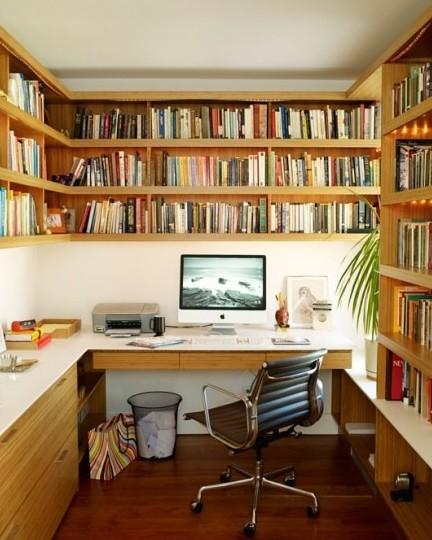 很正规的书柜,不浪费空间,适合小户型。