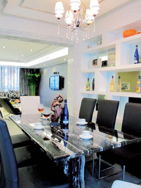 还是餐厅的餐桌,玻璃钢大理石台面的结实硬