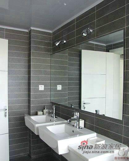 简约 三居 卫生间图片来自用户2557979841在远大115平米 现代风格62的分享