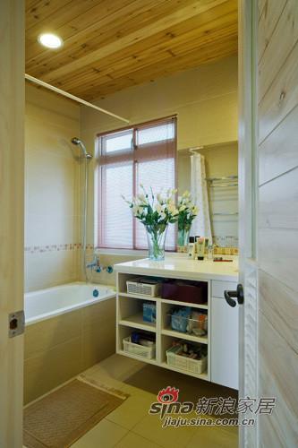 在浴櫃增加儲物空間,擺放盥洗用品。