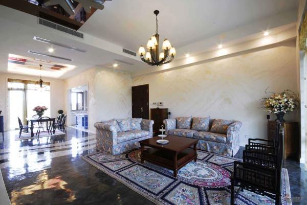 客厅的地毯设计也是加分的一大亮点哦