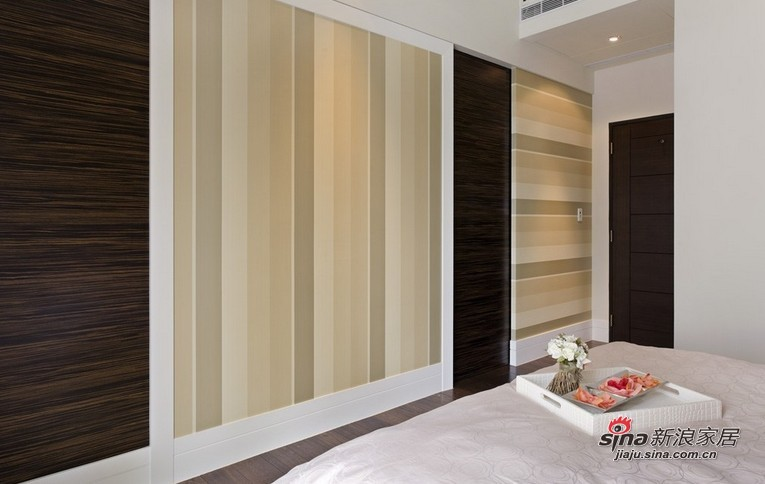 简约 三居 卧室图片来自用户2558728947在12万全包打造128平华丽奢华3居38的分享